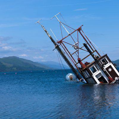 Un Pequeño Hoyo, Hunde un Gran Barco